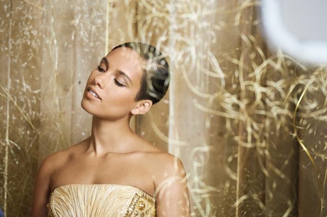 Wojooh -Alicia Keys visual for Dahlia Divin Perfume  - G008524
